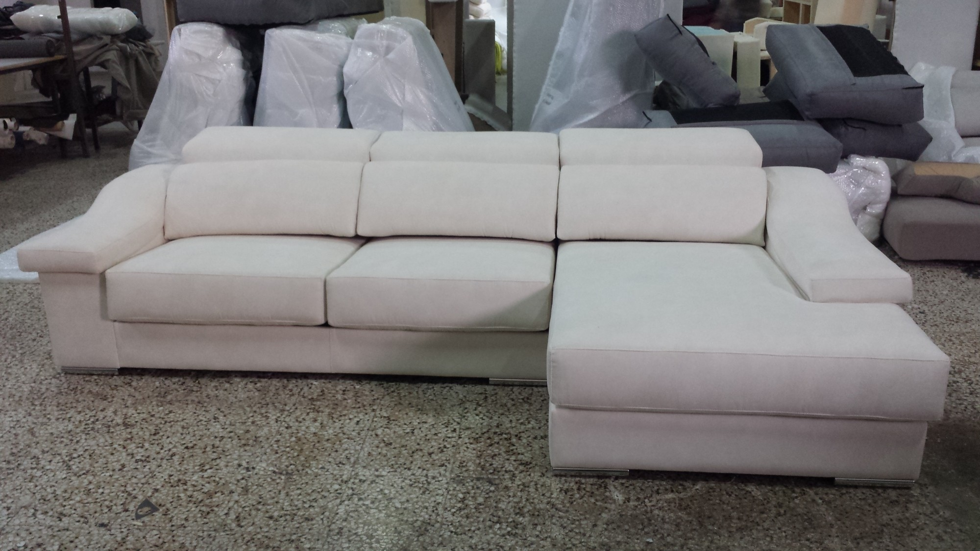 Sofas chaise longue baratos barcelona for Muebles la fabrica sofas